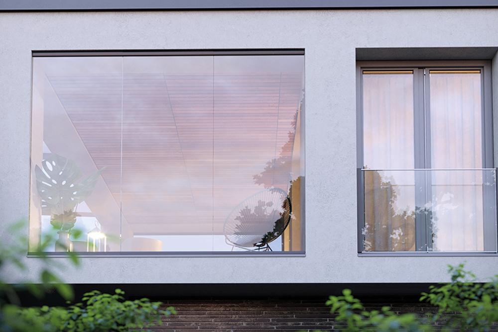 Außenansicht einer Wohnung mit bodentiefer Verglasung und einem franz. Balkon